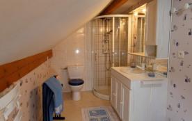 La salle de bain avec WC communicant avec la chambre principale. Présence d'u...