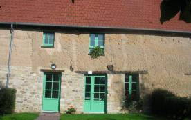 Enserré entre les vallées de la Vire et de la Taute, la localisation du village du Haut Vernay vo...