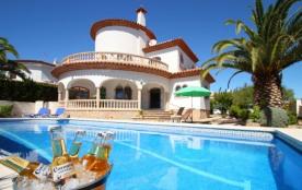 B35 CANGREJO villa piscina privada cerca del mar