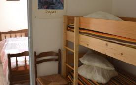 Mezzanine avec 2 lits enfants superposés