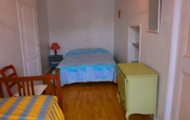 chambre lit deux pers et un lit une personne