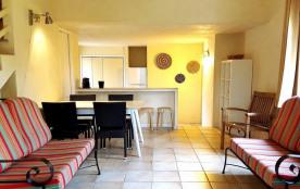 Des villas tout confort nichées au cœur d'un jardin riche en couleur et en parfum, des intérieurs...