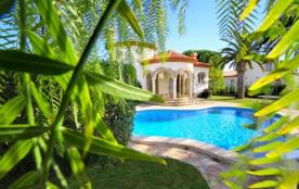 B07 BARON villa piscina privada y gran jardín wifi