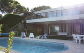 Plein Ciel est une magnifique grande maison de vacances, située dans le bien connu « Domaine du G...