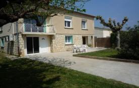 Gîtes de France - Maison indépendante sur une exploitation agricole avec terrasse au sud.
