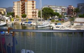 Nancy - Appartement à Santa Margarita (Rosas) qui possède 3 chambres et capacité pour 6 personnes.