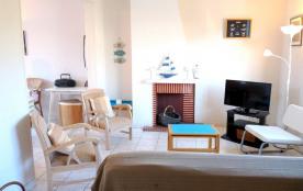À 100 m de la plage du casino et des commerces de Royan Pontaillac, agréable maison années 50 ave...