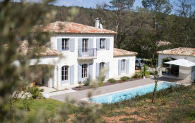 squarebreak, Recent farmhouse in the heart of the Var