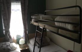 la chambre enfant (le lit superposé se rabat contre la cloison)