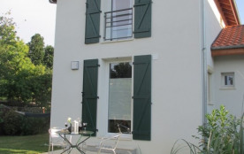 """""""Matisse"""" Terrasse paisible (nord) entourée du jardon"""