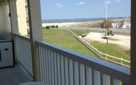 Vue sur la mer et sur le port depuis la terrasse