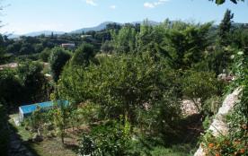 vue de la maison sur la piscine