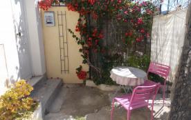 agréable studio avec terrasse dans villa, quartier résidentiel, proche centre