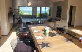 salon- salle à manger vue mer