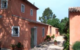 Le mas Poulette est une très belle maison de vacances avec piscine privée (5x11m) située à Lorgue...
