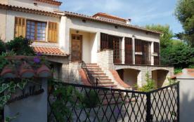 Gîtes de France Villa L'Ensoleillade - Dans un cadre de verdure, à 100 m de la plage et du joli p...