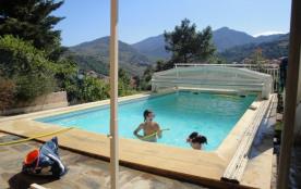villa avec vue panoramique et piscine
