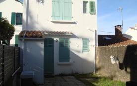 FR-1-209-27 - Vieille maison de bourg