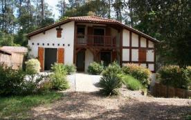 Location de vacances à Capbreton, villa située dans quartier calme et boisé, sur 594 m² de terrai...