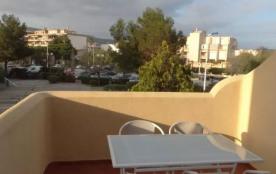 Dans une grande résidence, située à 400 m du centre-ville et des plages, très joli appartement T2.