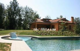 Très belle maison toscane, vaste jardin 80 ares; piscine privée 7 x 14m, avec zone hydromassage; ...