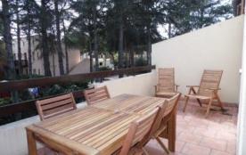 Dans le secteur pinède, agréable 3 pièces entièrement rénové dans résidence avec piscine.