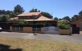 Capbreton (40) - Quartier résidentiel Les Sables. Villa mitoyenne - 87 m² environ- jusqu'à 6 pers...