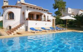 IB-431 - Jolie villa confortable, avec piscine privée et jardin de pelouse pour 4 personnes.