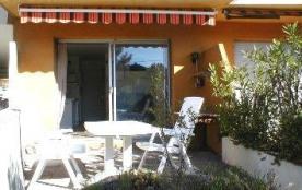 Studio en rez-de-jardin, 30m², 300m de la plage, grande terrasse avec mobilier et barbecue électr...