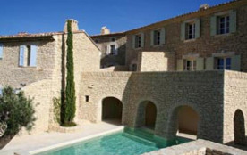 Location de vacances avec piscine chauffée à GORDES – 6 couchages – Luberon Provence