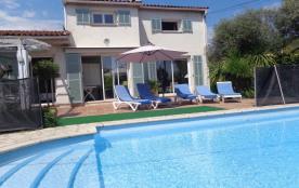 Villa 130 m2 climatisée pour 9 personnes avec piscine à 7 km du bord de mer