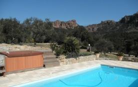 La Bergerie est une fermette typiquement provençale, qui a été entièrement rénovée en une maison de vacances, située ...