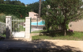 entrée sécurisée de la piscine