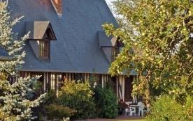 Gîtes de France - Au cœur d'un paysage bocager typique de la région, cette maison du XVIIIème, su...