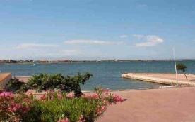 Jolie résidence avec piscine au bord du lac marin