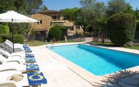 Loue magnifique villa provençale en pierre bâtie...