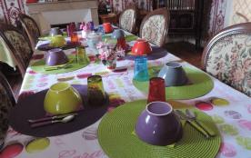 Gite de l'Ouvroux Salle à manger avec table pour 10 personnes