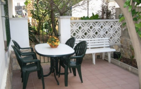 Agréable appartement d'une capacité pour 2/3 personnes, en rez-de-chaussée, situé sur le Port de Llançà, au centre to...