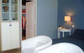 Le dressing 10m² de la chambre bleue
