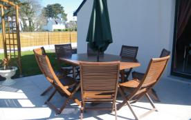 salon de jardin sur terrasse carrelée