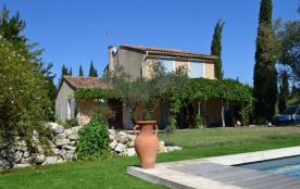 Villa des Mourgues est une maison de vacances de bonne qualité avec une piscine privée (4x8m) et ...