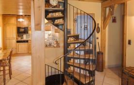 l'escalier qui dessert les trois niveaux