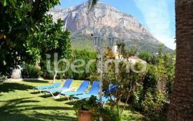 IB-5126, cette villa de 180 m² avec une grande piscine privée de 10 x 5 m est située à Javea, à l...