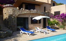 Jolie villa avec piscine privée, vue dégagée sur mer et montagne