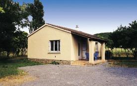 A deux pas des Gorges de l'Ardèche, à 300 m du village, maison indépendante avec terrain ombragé ...