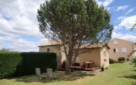 Au sud de l'Ardèche, à 5 minutes des Vans et de la vallée du Chassezac, maison indépendante situé...
