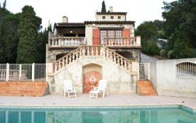 Villa avec piscine de 90 m² environ pour 7 personnes située à 2,8 km de la mer et des commerces.
