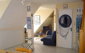 F2 + Mezzanine situé au deuxième étage d'une résidence duplex avec vue panoramique sur l'océan.