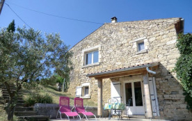 En Ardèche méridionale, à deux pas du Gard, 2è gîte aménagé dans une partie d'un mas du XVIIIe si...