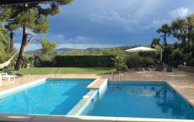Au RdC d'une grande maison particulière loue Jolis Studio et chambre indépendants avec 2 piscines, pour 1 à 4 personnes.